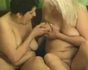 2 fette Oma Lesben