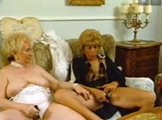 3 Omas masturbieren gemeinsam