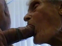 77 Jahre alte Oma bläst im Omaporno