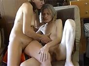 Alte Lesben lecken sich die Muschi