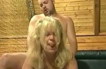 Zwei Omas im geilen Gruppensex Porno
