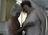 Amateur Oma Lesben ficken im Privatporno