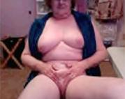 Amateur Oma vor der Webcam