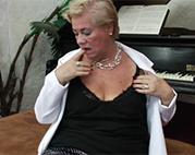 Belgische Oma masturbiert