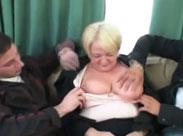 Besoffene Oma von zwei jungen Kerlen gefickt