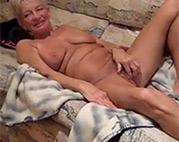 Blonde Amateur Oma ist geil