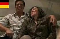 Deutsche Oma und ihr Mann vor der Kamera