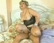 Deutsche Granny in sexy Dessous
