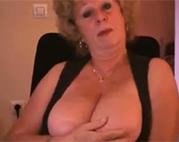 Dickbusige Oma macht einen kirre
