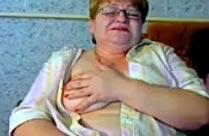 Dicke alte Oma macht geilen Webcamsex