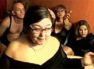Dicke Omaärsche vor der Webcam
