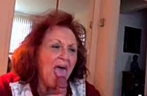 Oma schmeisst sich notgeil aufs Bett