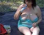 Dicke Oma macht Picknick