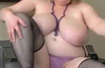 Dicke Titten hat die geile Oma hier