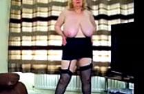 Britischer Pornostar zeigt ihren geilen Körper