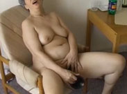 Oma fickt sich im Altersheim mit einem Dildo