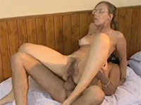 Dürre Oma anal gefickt