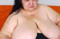 Extrem fette Frau mit extrem dicken Titten