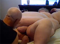Extrem fette Granny bekommt es besorgt