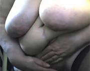 Extrem fette Großmutter masturbiert