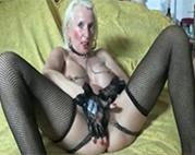 Fetisch Oma mit gepiercter Fotze