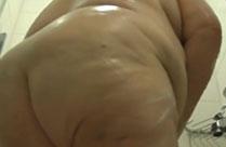 Extrem dicken Oma heimlich beim Duschen gefilmt