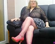 Fette Alte in sexy Netzstrümpfen