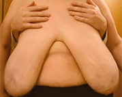 Omis fette Euter durchkneten