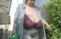 Omas fette Titten müssen massiert werden