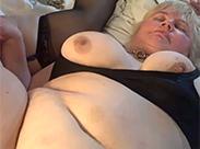 Flotter Dreier unter fetten alten Menschen