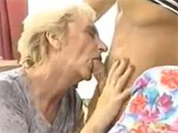 Flotter Oma Dreier mit geilen Cumshot