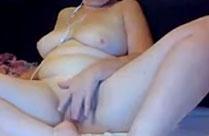 Oma beim Masturbieren zusehen