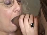 Geil in die Oma Fresse gespritzt