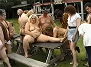 Geile Oma Schlampen im Gangbang