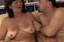 Omas erster Sex mit einem jungen Mann