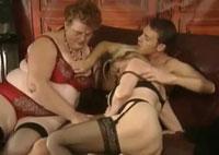 Granny gibt Sex Nachhilfe