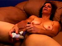 Großmutter beim Masturbieren gefilmt