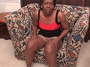 Hässliche Ebony Oma strippt
