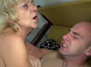 Hässliche Großmutter gestopft