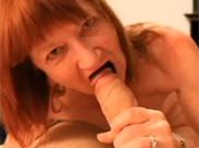 Hässliche Oma in die Muschi gespritzt