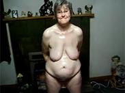 Hässliche Oma wird sich befriedigen