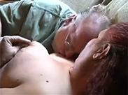 Hardcore Porno auf Omas Sofa