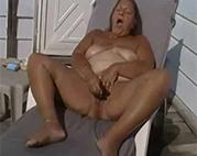 In der Sonne masturbieren