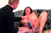 Oma mit riesigen grossen Titten im Porno