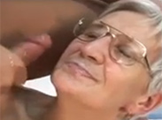 Latino fickt alte Brillenschlange