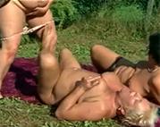 Lesben Oma Dreier outdoor
