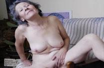 Uralte Omas lassen geile Nacktfotos von sich machen