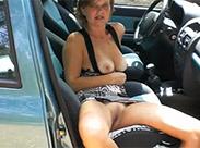 Mature nackt im Auto