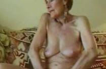 Oma fingert sich immer gern ihr altes Fickloch