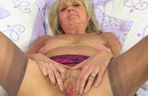 Nackte alte Brüste geil in Szene gesetzt
